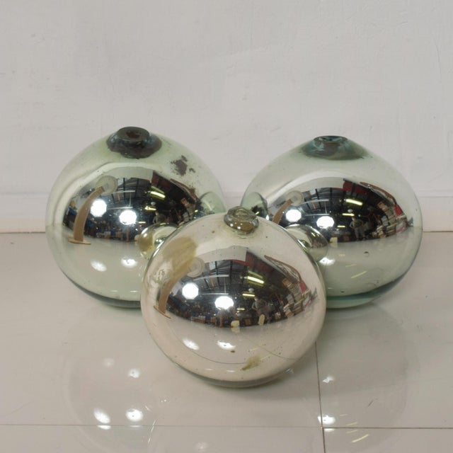 Silver Vintage 1950s Mexico Mercury Glass Globes Gazing Ball Spheres- Set of 3 For Sale - Image 8 of 8