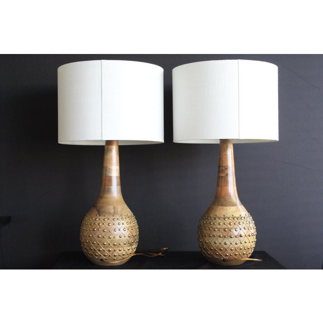 Mediterranean 1960s Mid-Century Modern Pecan and Brass Table Lamps - a Pair For Sale - Image 3 of 6