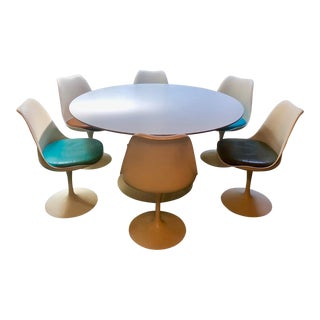 Mid-Century Modern Eero Saarinen Tulip Table & Chairs Dining Set For Sale