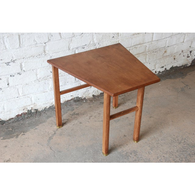 Dunbar Furniture Edward Wormley for Dunbar Walnut Cantilever Wedge End Table, 1950s For Sale - Image 4 of 13