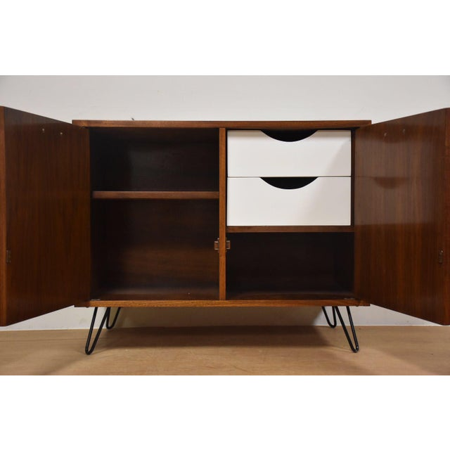 Mid-Century Modern American of Martinsville Walnut Bar For Sale - Image 3 of 9