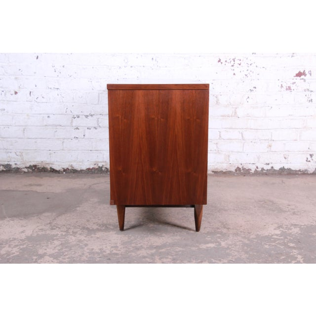"""Kent Coffey """"The Tableau"""" Mid-Century Modern Walnut Six-Drawer Long Dresser or Credenza For Sale - Image 10 of 12"""
