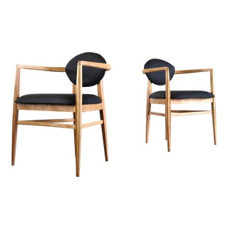 Set of Two Mid Century Modern Accent Chairs in Blonde Oak and Black Upholstery For Sale