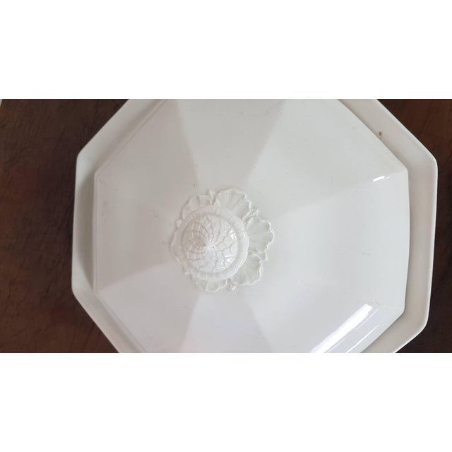 Neoclassical Revival 20th Century Italian Neoclassic Style White Ceramic Soup Tureen, 1920s For Sale - Image 3 of 7