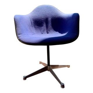 1970s Vintage Eames for Herman Miller Fiberglass Upholstered Blue Shell Chair For Sale