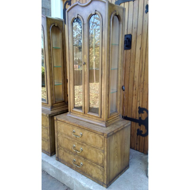Mastercraft Regency Display Cabinets - A Pair - Image 3 of 10