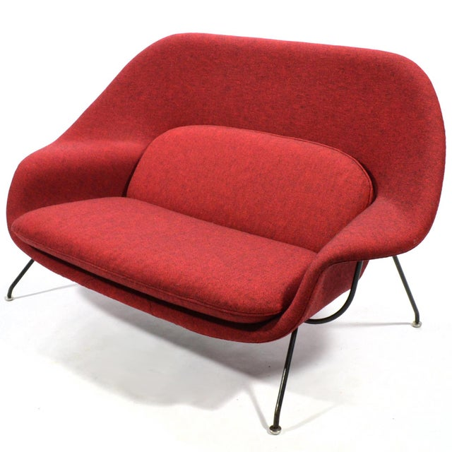 A fantastic example of Eero Saarinen's iconic design in rare large settee or sofa size. Saarinen designed the sofa...