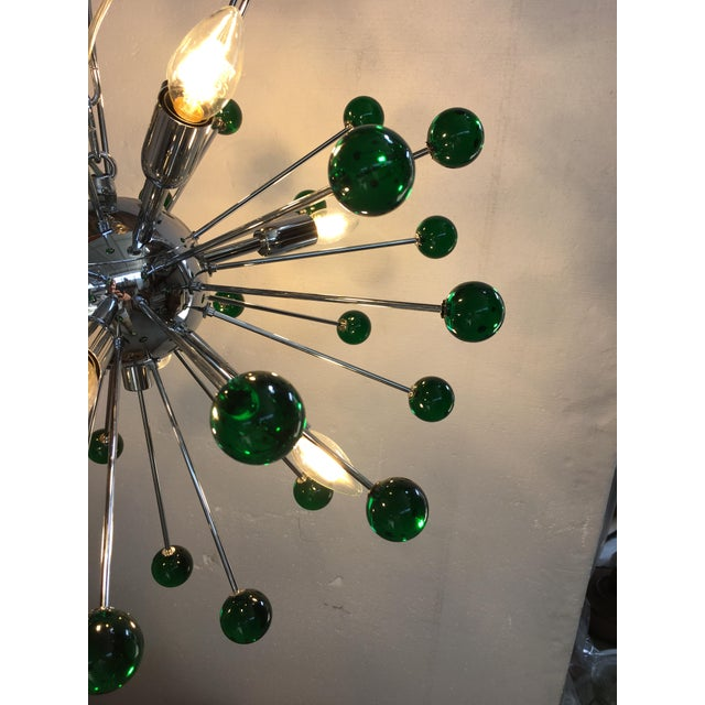 Early 21st Century Emerald Green Murano Glass Chandelier in Sputnik Style With a Chrome Base For Sale - Image 5 of 11