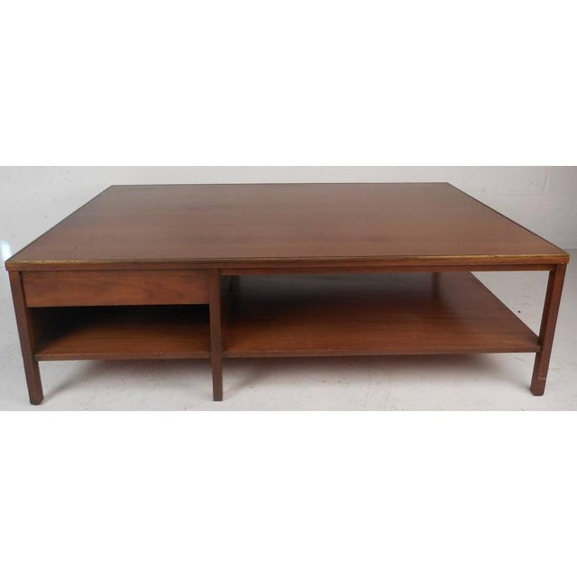 Mid-Century Modern Walnut Coffee Table in the Style of Paul McCobb For Sale In New York - Image 6 of 10
