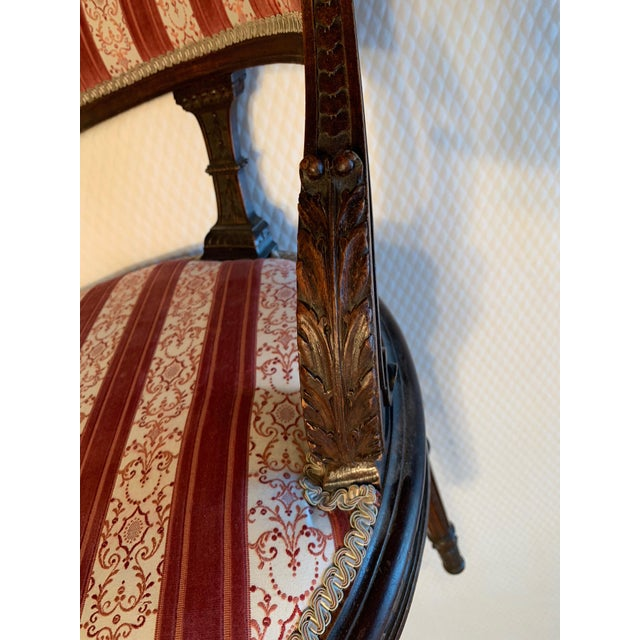1930s Vintage Hepplewhite-Style Chaise For Sale - Image 4 of 9