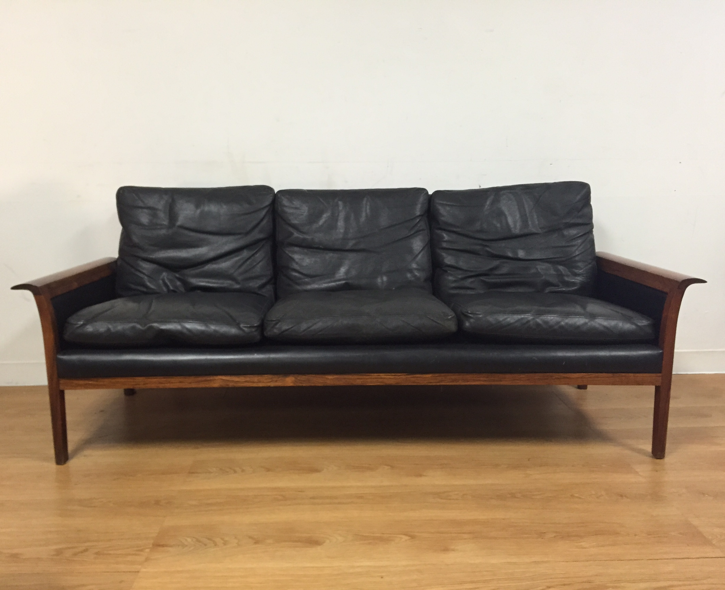 Merveilleux A Beautiful Vintage 1960s Mid Century Modern Rosewood Frame Sofa With  Sculpted Arm Rests Wrapped