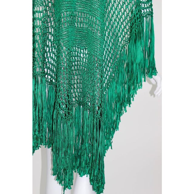 1930s 1930s Emerald Green Crochet Fringe Shawl For Sale - Image 5 of 8