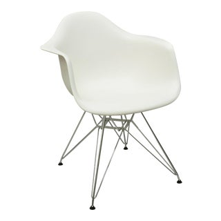 Herman Miller Eames Dar White Plastic Shell 2010 Arm Chair Metal Wire Base For Sale