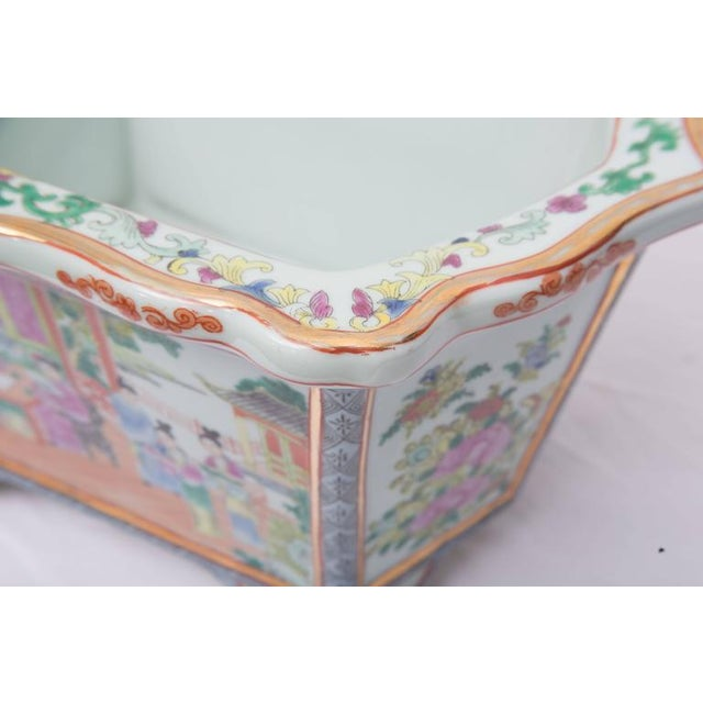 Asian Rose Medallion Rectangular Ceramic Cache Pot/Jardiniere For Sale - Image 3 of 9