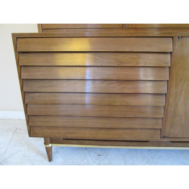 Mid-Century Modern China Cabinet by American of Martinsville - Image 6 of 11