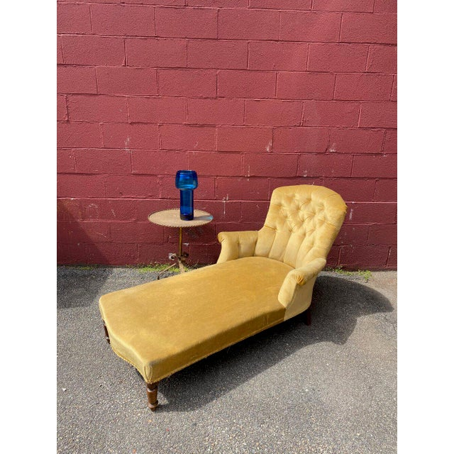 French Napoleon III Chaise Longue in Gold Velvet For Sale - Image 13 of 13
