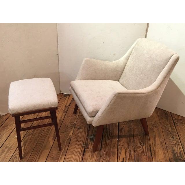 Danish Modern Tove & Edvard Kindt-Larsen for Gustav Bertelsen Newly Upholstered Club Chair For Sale - Image 3 of 9