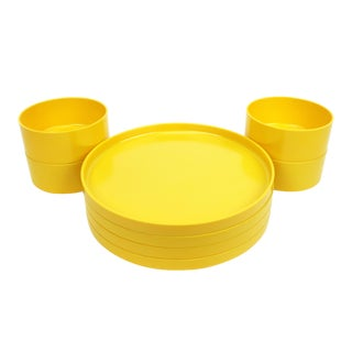Yellow Massimo Vignelli for Heller Dinnerware - Set of Four Plates + Four Bowls For Sale