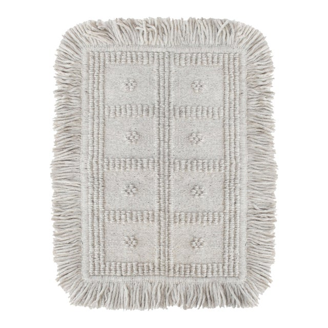 Boho Chic Light Gray Wool Rug For Sale