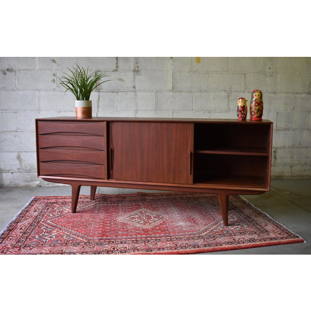 Long Mid Century Modern Credenza Media Stand Sideboard For Sale - Image 4 of 8
