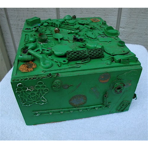Vintage Green Cigar Memory Box With Trinkets For Sale - Image 4 of 4