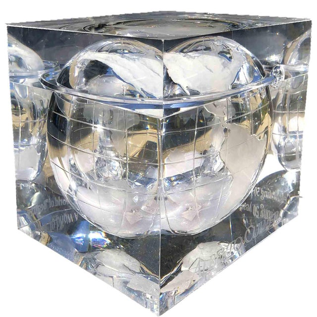 1970s Alessandro Albrizzi Ice Bucket With Incised Globe in Lucite For Sale - Image 12 of 12