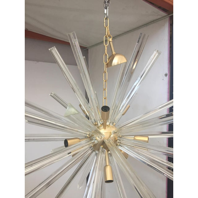 Mid-Century Modern Chandelier Transparent Clear Murano Glass Triedo Sputnik Chandelier with a Gold Frame For Sale - Image 3 of 5
