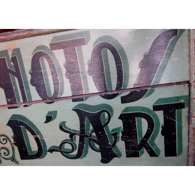 "Green 1920s Classic French Art Deco Sage Green Painted 2-Sided ""Photos D'Art"" Shop Sign For Sale - Image 8 of 13"