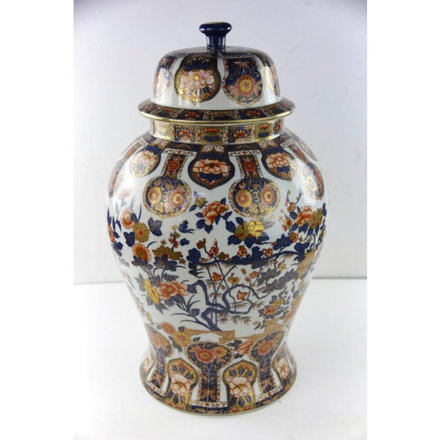 This ginger jar urn vase just has an elegant complex pattern with great colors that really pop. Yet it doesn't look tacky....