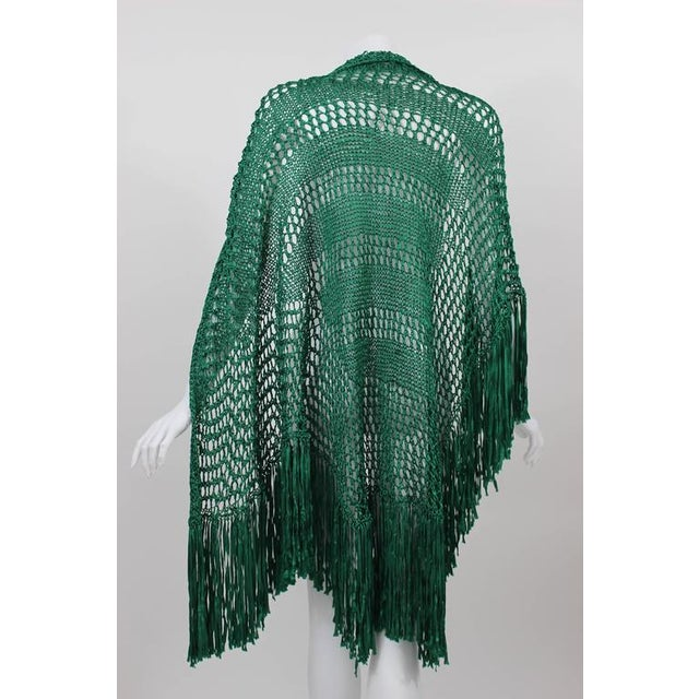 1930s Emerald Green Crochet Fringe Shawl For Sale - Image 4 of 8
