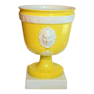 (Final Markdown) Vintage Mottahedeh Lemon & White Porcelain Pedestal Cachepot For Sale