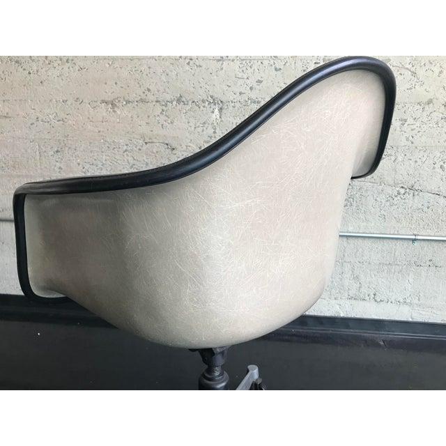 Mid-Century Modern 1970s Herman Miller Vinyl Shell Chair For Sale - Image 3 of 9