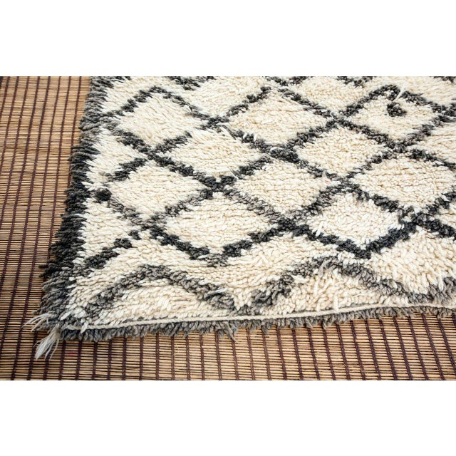 Textile Vintage Midcentury Beni Ouarain Moroccan African Rug For Sale - Image 7 of 10
