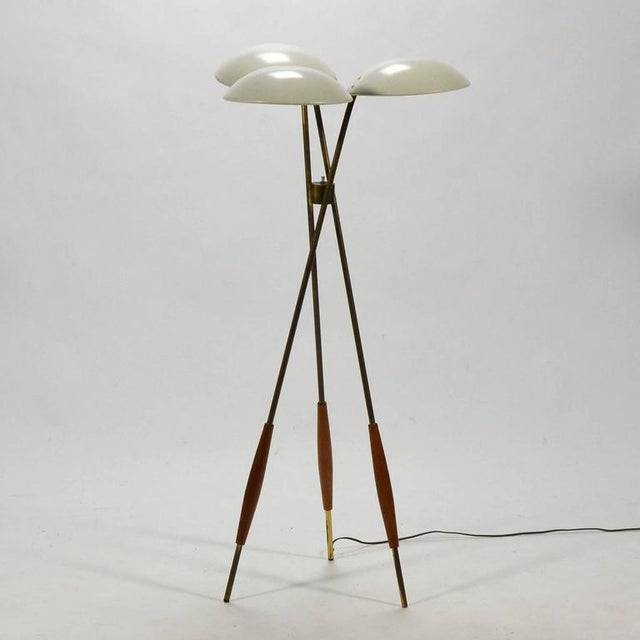Superb Gerald Thurston Tripod Floor Lamp by Lightolier | DECASO