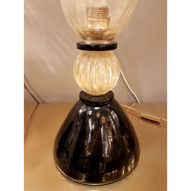 1970s Venini mid-century modern gold & black Murano glass Urn lamps - a pair For Sale - Image 5 of 8