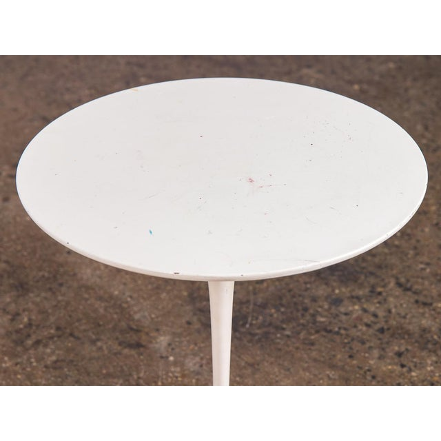 Contemporary Eero Saarinen White Tulip Side Table for Knoll For Sale - Image 3 of 8