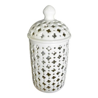 Modern Classic Porcelain Ginger Jar For Sale