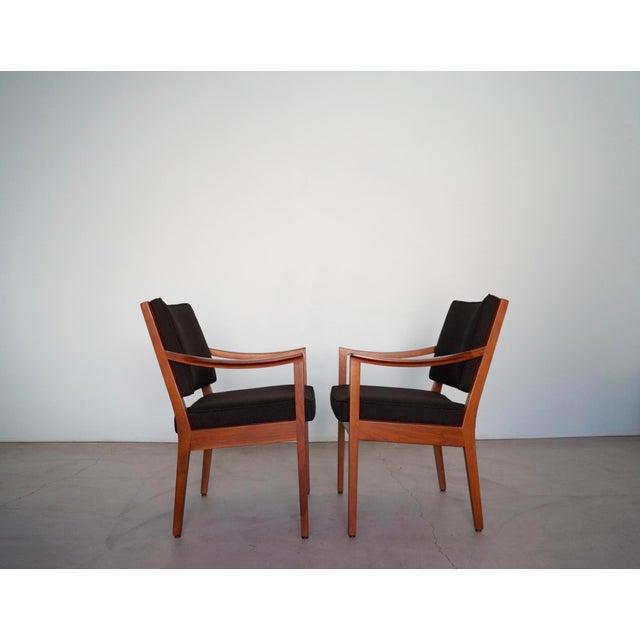 1960s Gunlocke Mid-Century Modern Walnut Armchairs - A Pair For Sale - Image 5 of 13