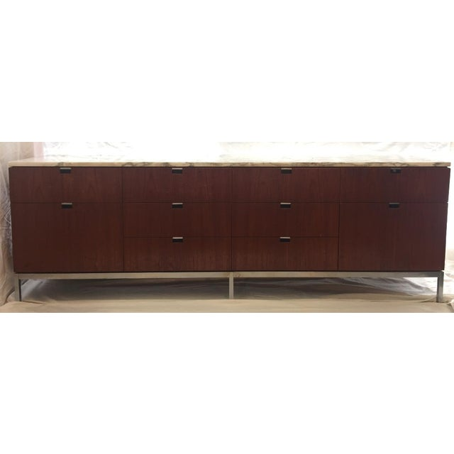 This rosewood credenza is made from Brazilian rosewood and was designed by Florence Knoll. and created in the 1970s. It...