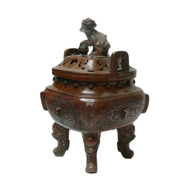 This incense burner is nicely handcrafted into a square shape with four legs. The body has relief motif of fu dogs and...
