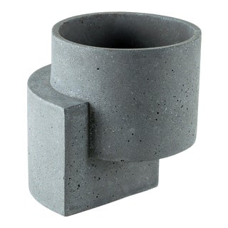 Tortuga Platform Graphite Medium Planter For Sale