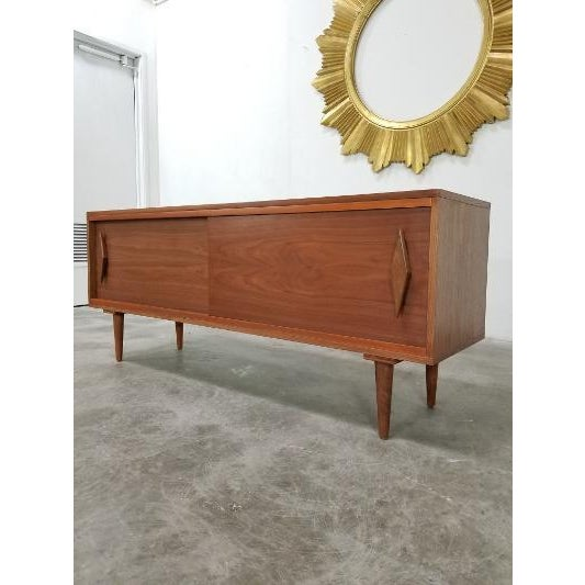 Wood Mid Century Modern Style Walnut Veneer Credenza/Media Records Cabinet For Sale - Image 7 of 13