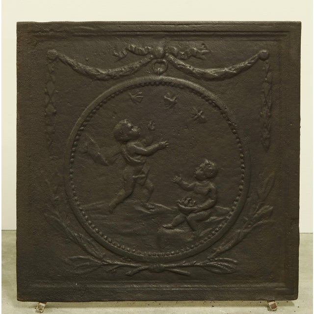 Antique Fireback with Two Cupids in a Circle For Sale - Image 4 of 4