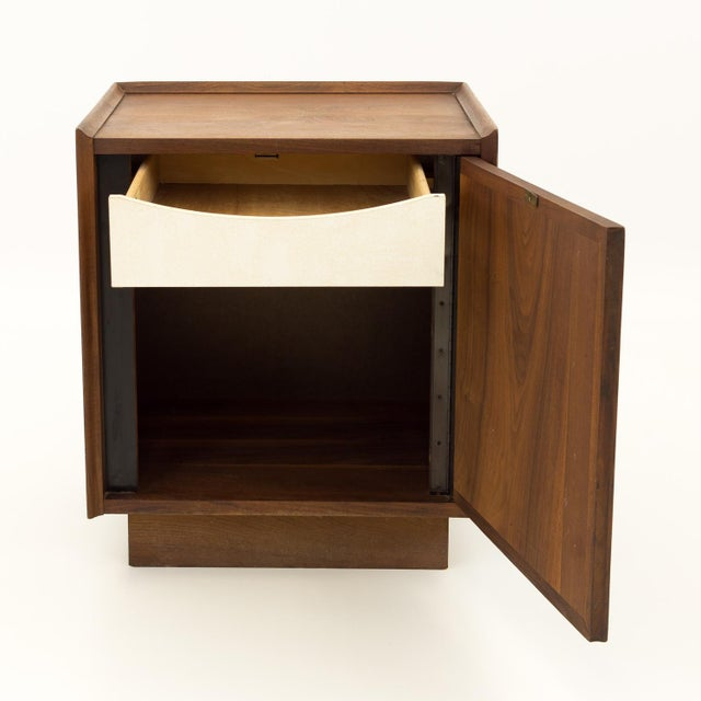 Dillingham Mid Century Modern Dillingham Nightstand For Sale - Image 4 of 10