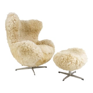 Arne Jacobsen for Fritz Hansen Egg Chair and Ottoman Restored in California Sheepskin For Sale