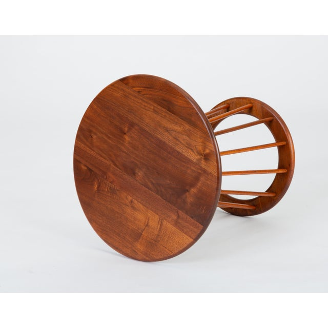 1950s Walnut Round Side Table by Arthur Umanoff for Washington Woodcraft For Sale In Los Angeles - Image 6 of 10