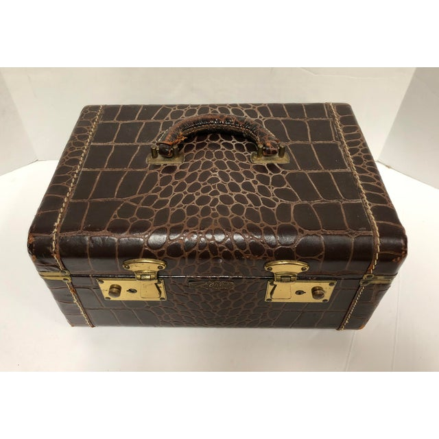 1950s Faux Gator Air Deb Train Case For Sale - Image 4 of 10