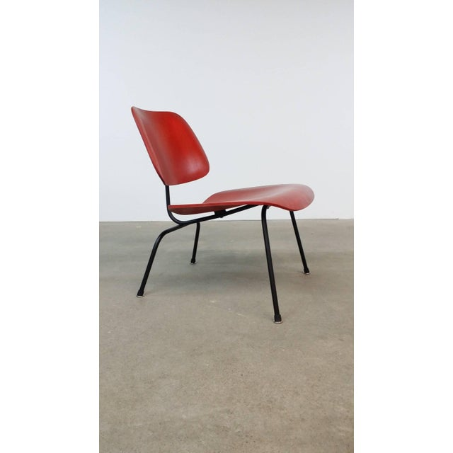 Charles Eames Fully Restored Early Red Aniline Dye Eames Lcm For Sale - Image 4 of 10
