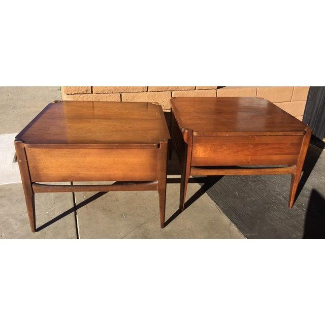 Bassett Furniture 1960s Vintage Basset Walnut End Tables-a Pair For Sale - Image 4 of 9