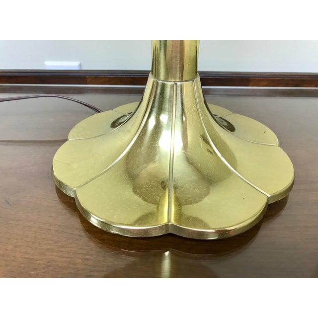 Boho Chic 1960s Mid Century Hollywood Regency Stiffel Lotus & Lilly Brass Table Lamp For Sale - Image 3 of 6